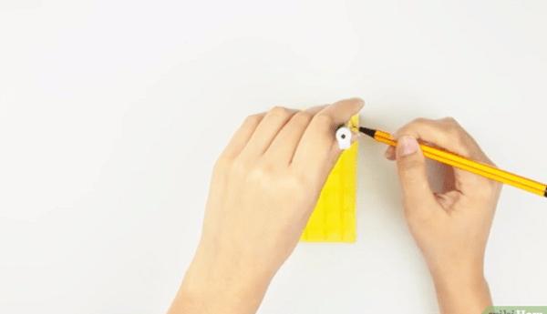 Dùng bút chì đánh dấu