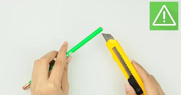 Dùng dao gọt đầu bút chì