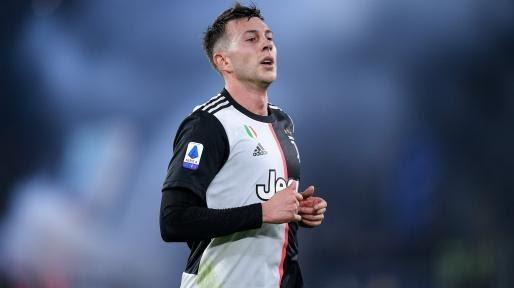 Tiền vệ người Ý trong trang phục Juventus